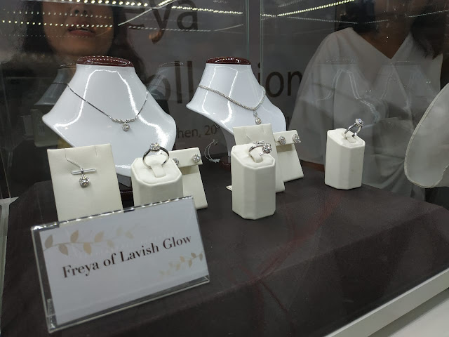 koleksi perhiasan emas