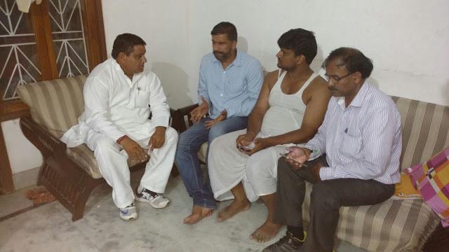 aap-leader-meet-to-prabhudan-parents-gurugram