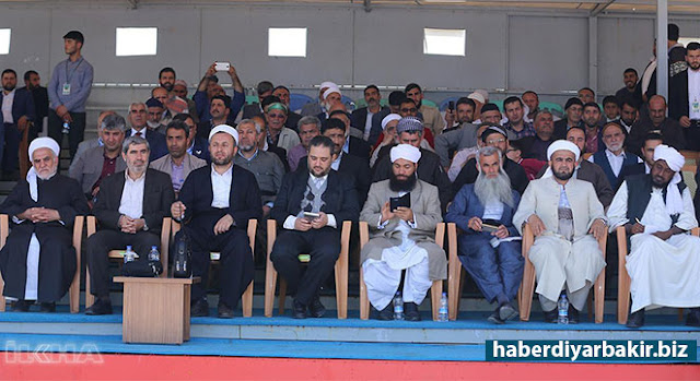 "DIYARBAKIR-Professor of Divinity School of Theology in Dicle University, Asst. Prof. Davut Işıkdoğan said that Muslims cheered up with the activity in his evaluation related to the Holy Birth event held in Newruz Park Rally Site by Prophet Lovers Platform on Sunday under the theme of ""Prophet Muhammad, the Guide to Right and Justice""."
