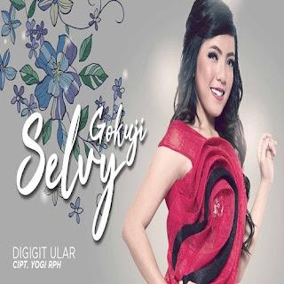 Selvy Gokuji - Digigit Ular