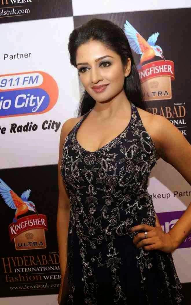 Actress VimalaRaman HD Images