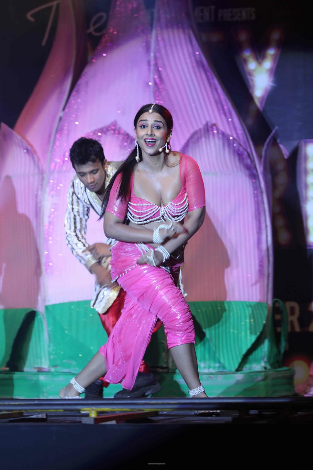 Malayalam Actress Vidya Balan Hot Item Dance Stills-7142