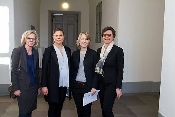"Crown Princess Victoria of Sweden attended a meeting on ""The efforts necessary for Sweden to reach its global goals and sustainable development"" at the Royal Palace in Stockholm. The meeting was attended by Annika Söder, Ulrika Modéer, Annelie Roswall Ljunggren."