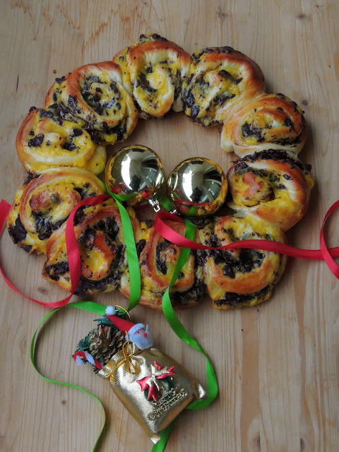 Vanilla Custard & Chocolate Chunks Brioche Wreath