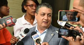 """Diputado califica de """"exagerada"""" petición Marcha Verde de someter a la justica al presidente Medina"""