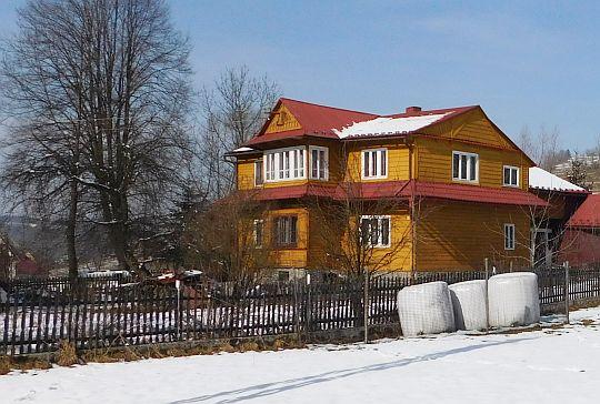 Drewniany dom w Ponicach.