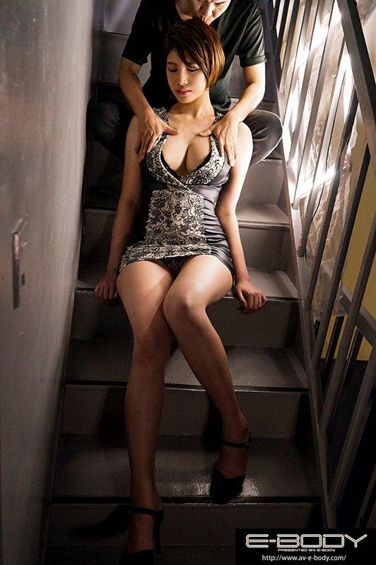 解密!那位在航空公司VIP室上班、长身美脚完璧容颜的大奶妹是?