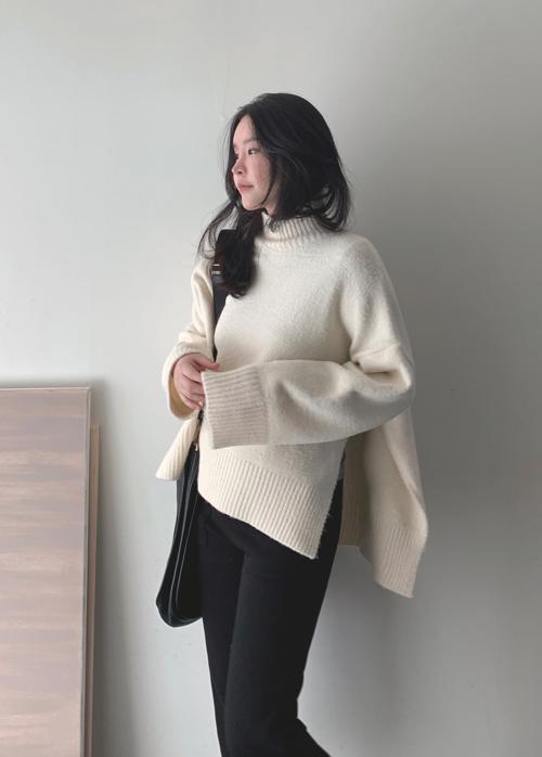 Side Slit Ribbed Detail Sweater