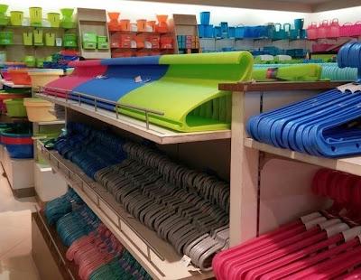 ganchos bien organizados por color