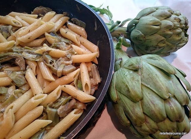 Penne rigate amb carxofes
