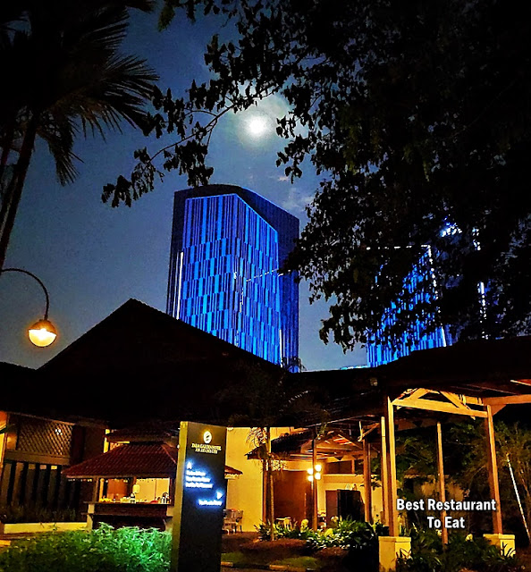 Palm Garden Hotel Putrajaya Night Moon View
