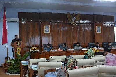 Bupati Emil Dardak Dengarkan Pandangan Umum Fraksi DPRD Terhadap Ranperda PAPBD Yang Diajukan