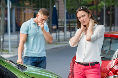 blog picture of auto accident with lady grabbing her neck