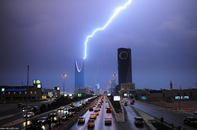 تحذير من الانذار المبكر طقس سيء على جميع أنحاء السعودية خلال الساعات القادمة