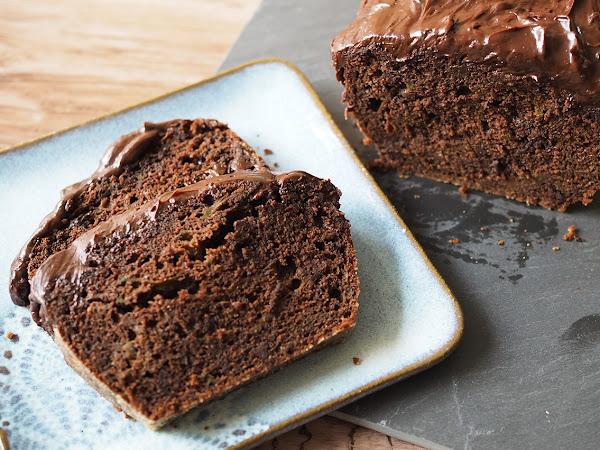 Sadonkorjuuleivontaa herkullisimmillaan – kesäkurpitsa-suklaakakku