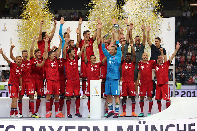 Bayern Munich players lifting the German super cup after a 5-0 win over Frankfurt