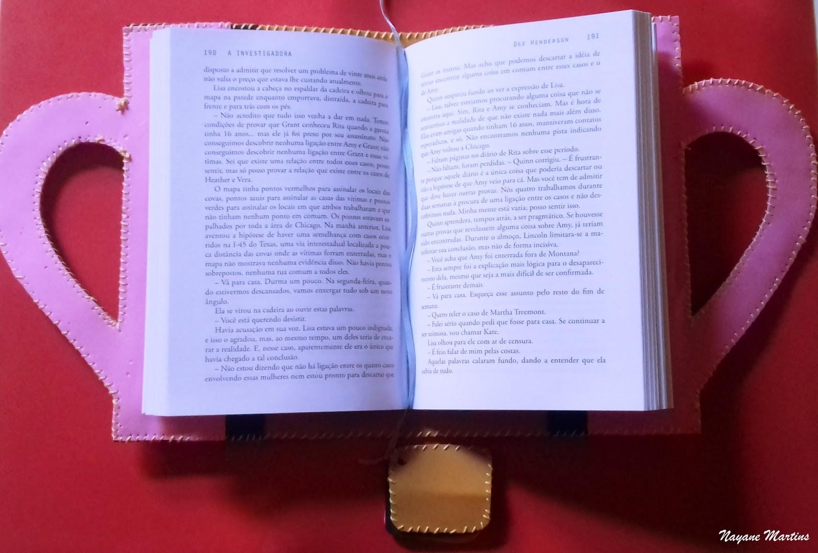capara para livro com marca página de eva