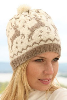 Модная шапка с оленями
