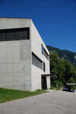 detail of corner, Schulhaus, Paspels - Valerio Olgiati
