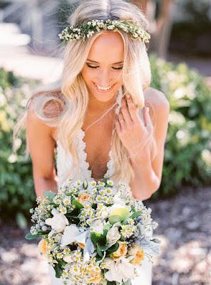 Peinados de novia con flores naturales