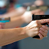 Decreto facilita porte de arma a políticos, caminhoneiros e advogados; confira categorias