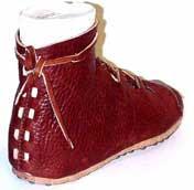 bc695c5fd Al igual que con la vestimenta el calzado revelaba la posición social de  quien lo usaba y también estaba regulado su uso por leyes .