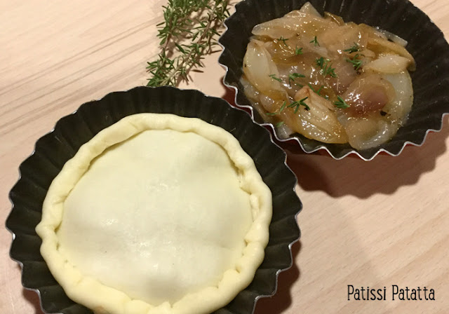 recette de Tatin d'oignons, tartelettes Tatin aux oignons, oignons nouveaux, Tatin aux oignons, tartelettes aux oignons, entrée facile à cuisiner, végétarien, Tatin végétarien,