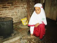 Wafa Dhia F. Khoirunnisa, Bocah Kecil Sudah Menanggung Beban Hidup
