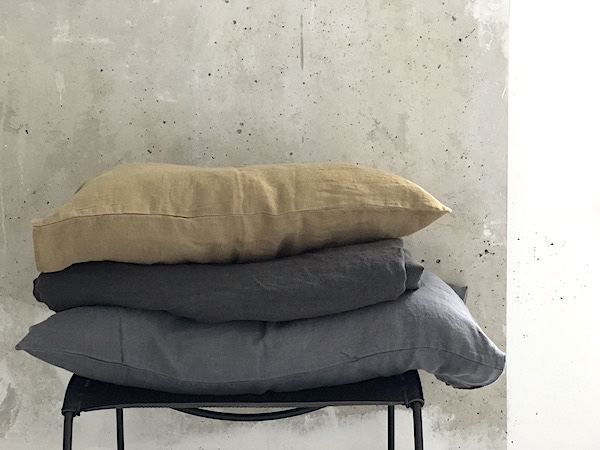 Conceptstore Couleur Locale : Vosgesparis bedlinen in different shades of grey from couleur