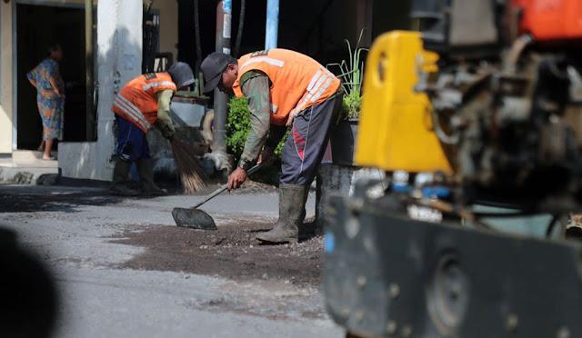 Jalan rusak kabupaten yang diperbaiki
