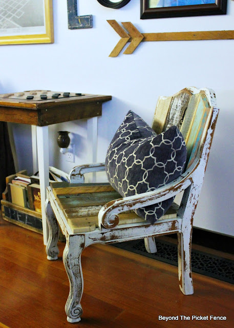 reclaimed wood, DIY, old chair, farmhouse chic, salvaged, upholstery, barnwood, https://goo.gl/FtTkry