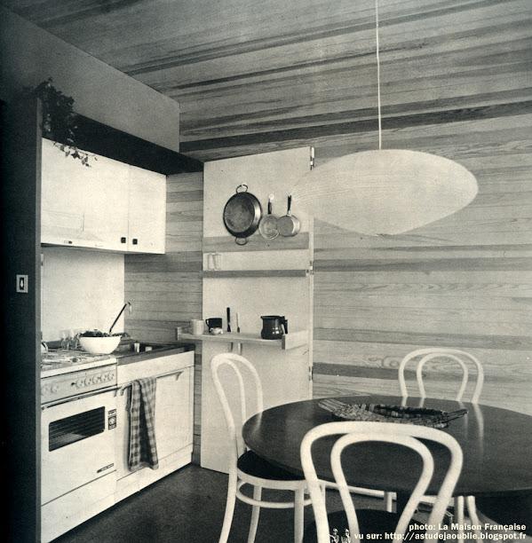 Maison de Week-end préfabriquée.  présentée au Salon des Artistes Décorateurs 1967  Architectes: Janine Abraham et Dirk Jan Rol  Création: 1967