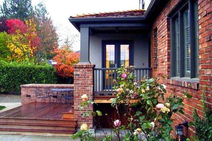 Exterior House Paint Color Wall on Brick House Painting Ideas  id=71396