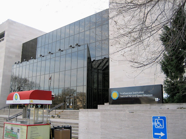 smithonian-natonal-air-and-spacemuseum-entrance スミソニアン航空宇宙博物館入口