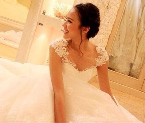 Foto Melayu Nicole Memakai Gaun
