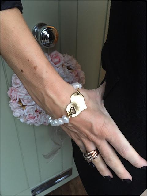 My Midlife Fashion Danon Gold T Bar Heart Bracelet