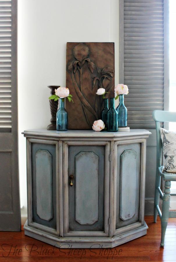 Entryway cabinet.