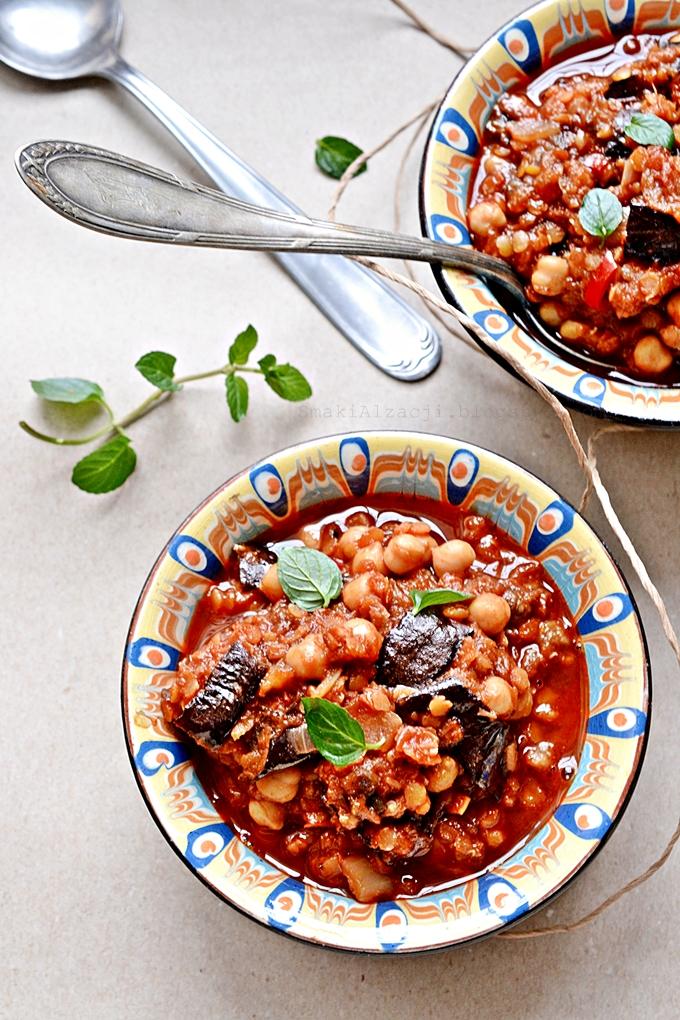 Tagine z soczewicy, cieciorki, bakłażana i pomidorów