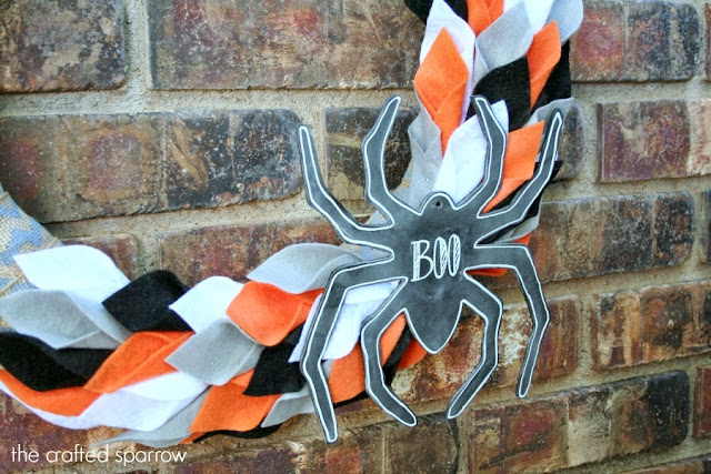 Halloween-Felt-&-Burlap-Wreath