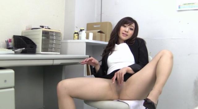 Video Bokep Sekretaris Sedang Sange Pamer Memek