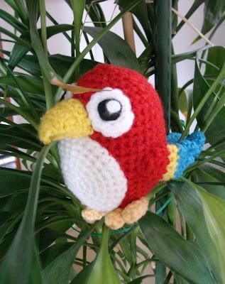 http://sunmoonamigurumi.blogspot.de/2013/07/suer-kleiner-papagei-sweet-little-parrot.html