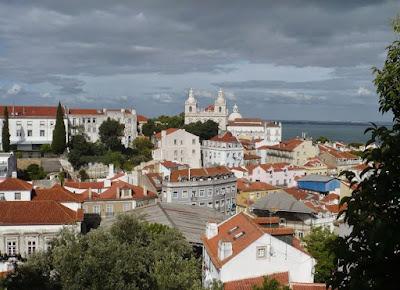 Veduta dall'Alfama verso la chiesa da Graça