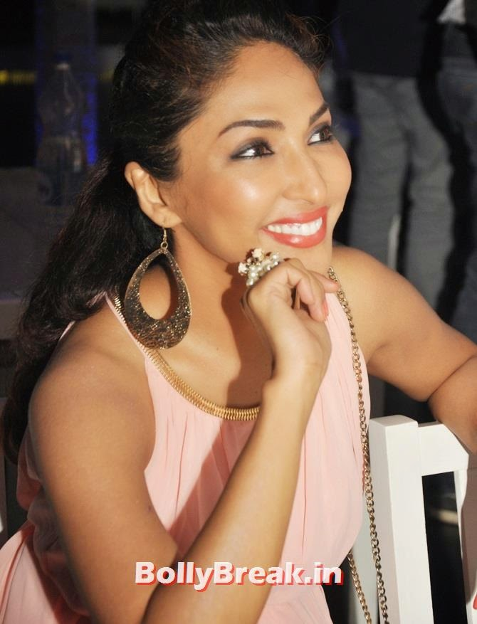 Mouli Ganguly, Tv Celebs at a restaurant launch