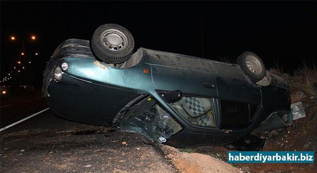 DİYARBAKIR-Diyarbakır'ın merkez Bağlar ilçesi Kamışlı Bulvarında meydana gelen trafik kazasında takla atan otomobilde bulunan 5 kişi yaralandı.