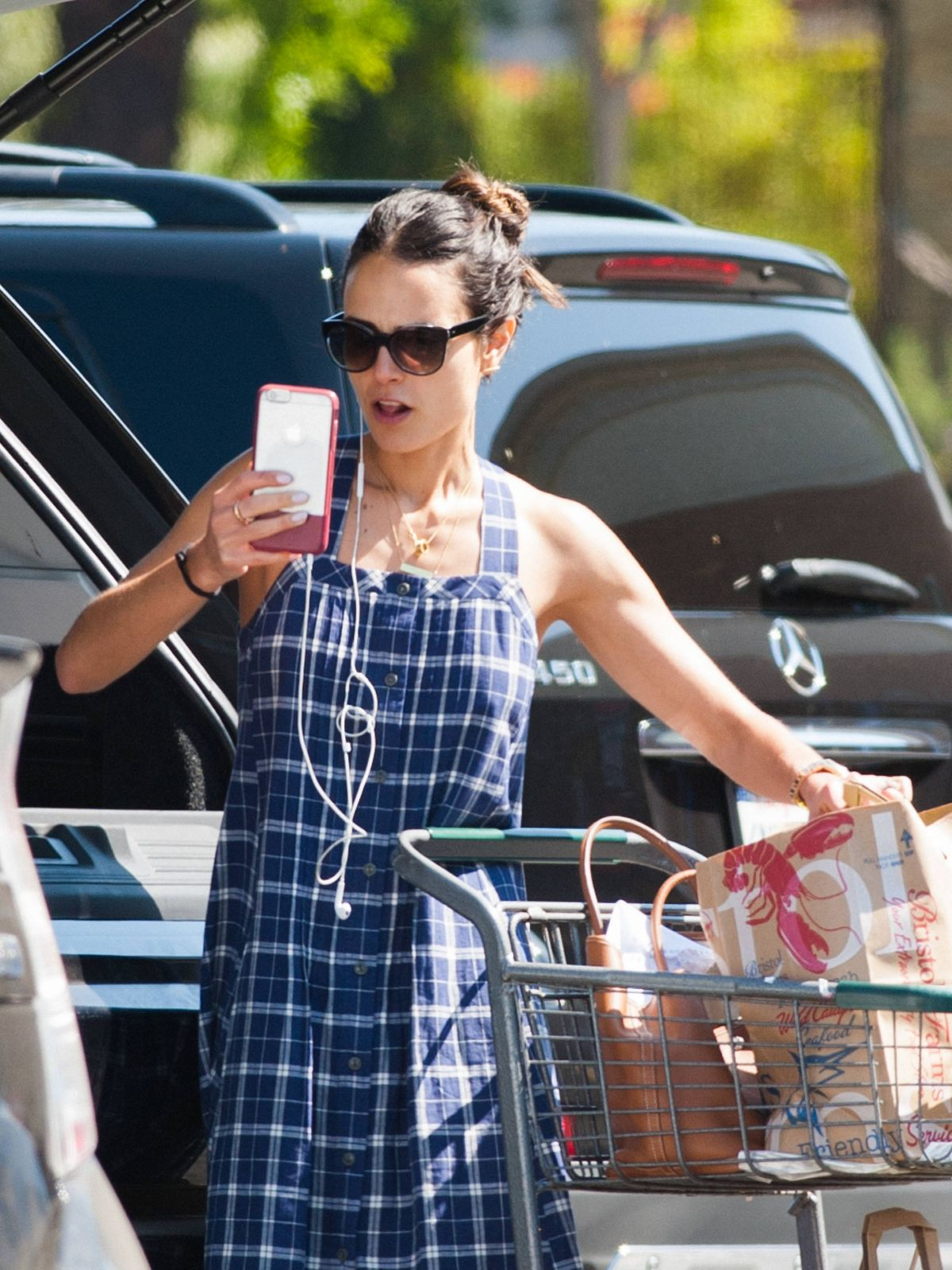 HQ Photos of 'Fast and Furious 8' actress Jordana Brewster Out for Shopping In Beverly Hills