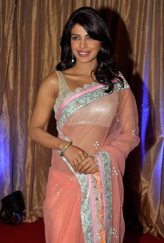 Juhi Chawla Car Wallpaper Bollywood Stars At Hegde S Wedding Reception