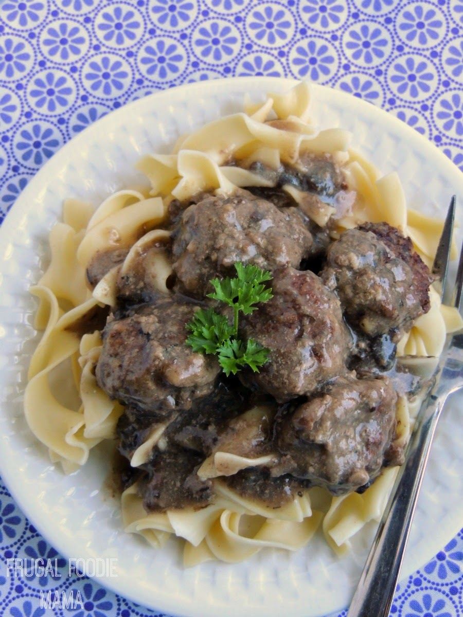 Portobello Red Wine Mini Meatballs via thefrugalfoodiemama.com- with just a few ingredients this tasty meal can be on your table in around 45 minutes! #PanWithAPlan #ImagineNation #ad