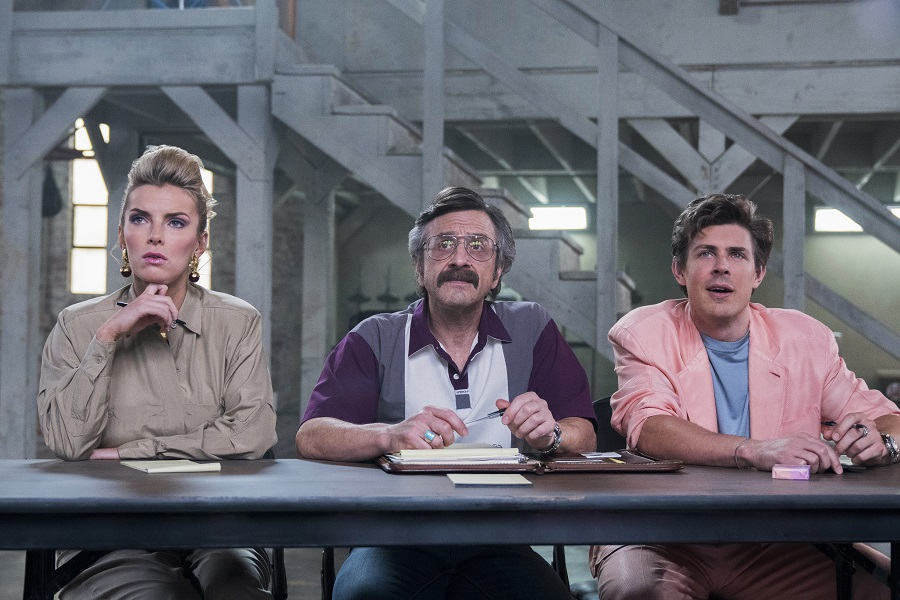 Debbie, Sam y Bash en la temporada 2 de GLOW