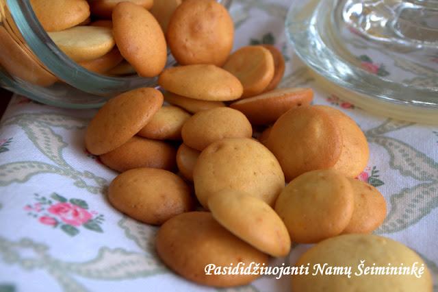 """RECEPTAI: Maži citrininiai sausainiai """"Vienuolės bezdalai"""" - (Katalonija - """"Pets de monja"""")"""