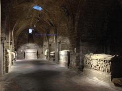 Cripta con sarcofagi antichi nel duomo di Palermo